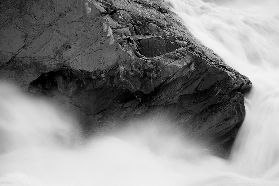 At Leaping Tiger Gorge, this rock had at least to me, a resemblance to a tiger and the composition was pretty straightforward. The difficult thing was keeping the consistent spray off the ND filter.