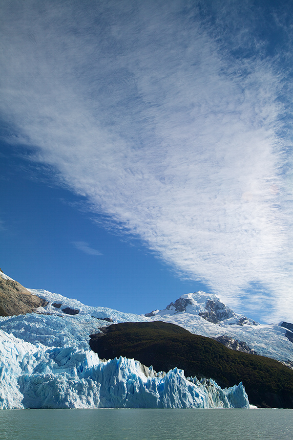 Clouds on a sunny day showed crevasse-like patterns, somewhat ressembling those on the glacier itself.