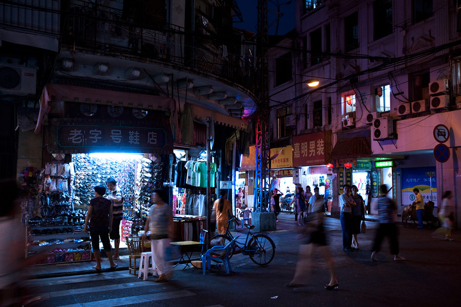 The streets on the outskirts of the Central Business District in Xiamen is a wonderful maze and a tourist will have no problems losing his way. A map is always recommended though it can be easier to just grab one of the many taxis if you get lost.