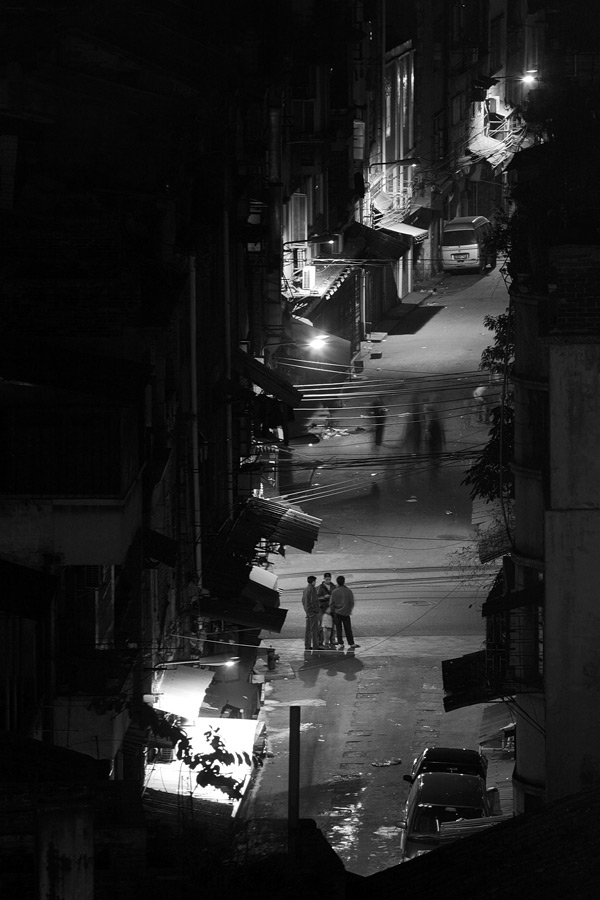 As much as I love to wonder around the back alleys during the day, they are a different tale altogether at night and I do not venture into one, at least not without a local friend or guide. This was shot out from the hotel window with a long lens, the safest point but not the best.