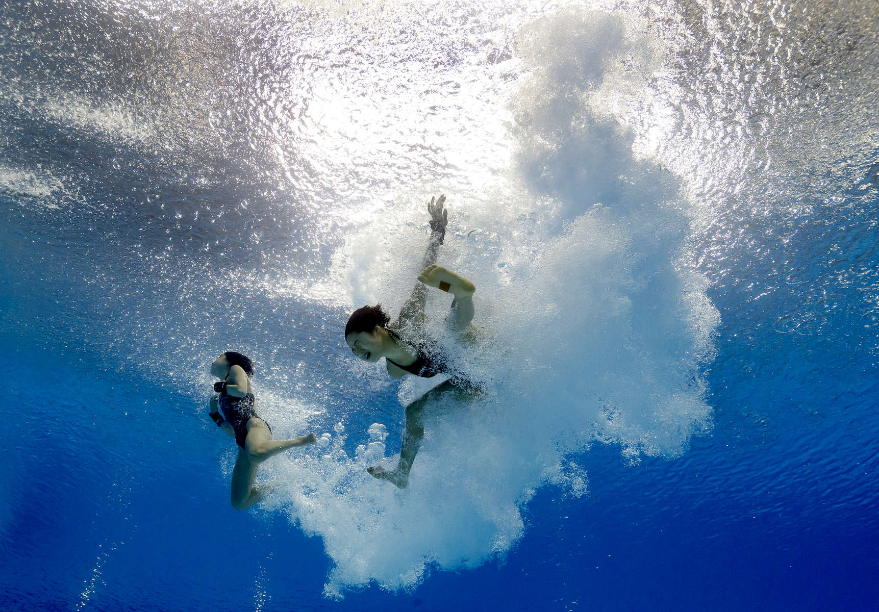 Qian Ren of China and Yajie Si of China compete during the Women's Diving 10M Synchro Platform final on day three of the Budapest 2017 FINA World Championships on July 16, 2017 in Budapest, Hungary.
