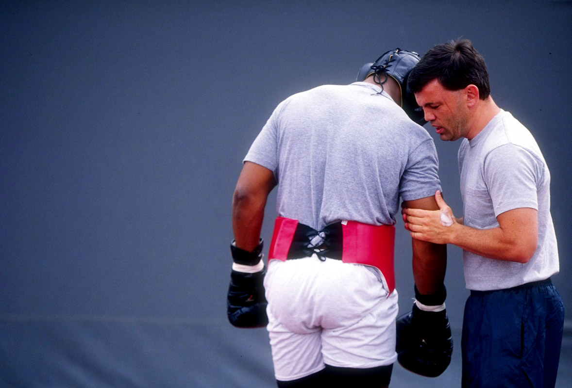 Michael Moorer trains with Teddy Atlas on March 25, 1994 in Palm Springs, California.