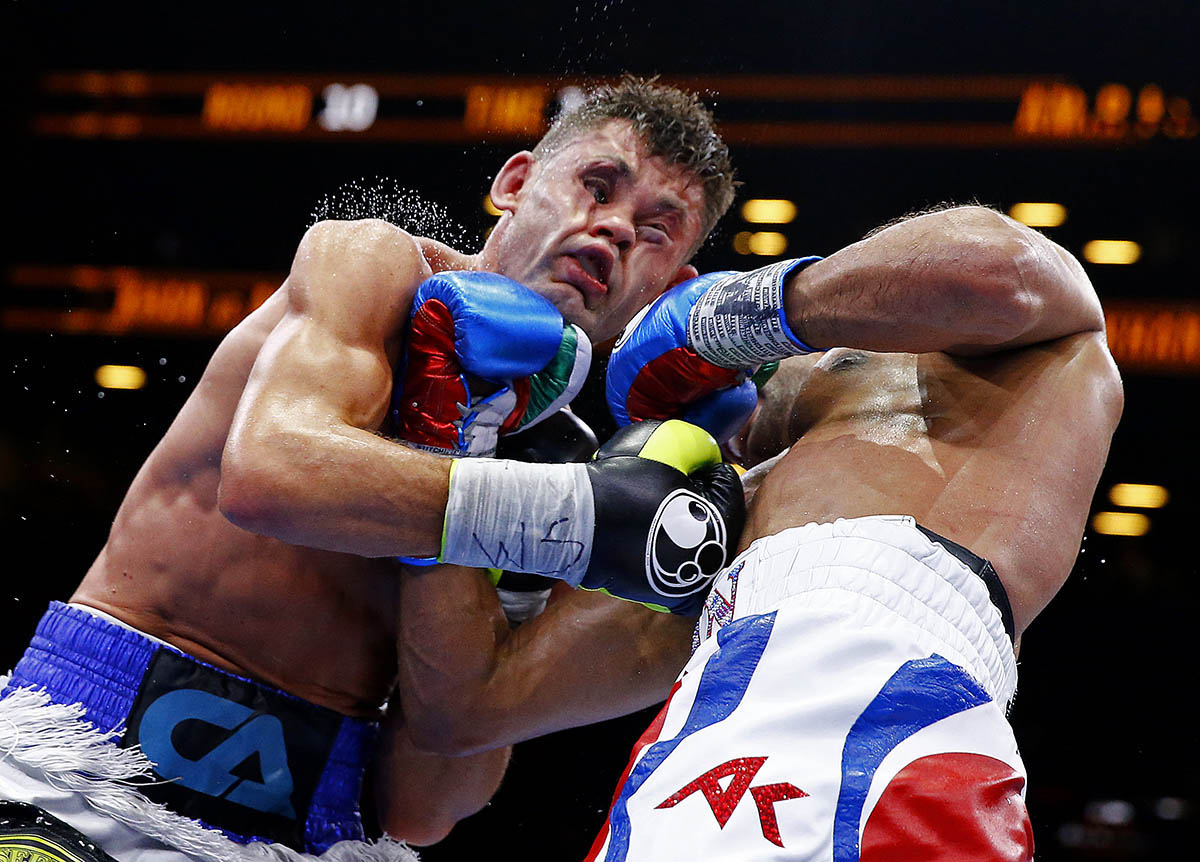 NEW YORK, NY - MAY 29:  Amir Khan punches Chris Algieri during their Welterweight bout at Barclays Center of Brooklyn on May 29, 2015 in New York City.  (Photo by Al Bello/Getty Images)
