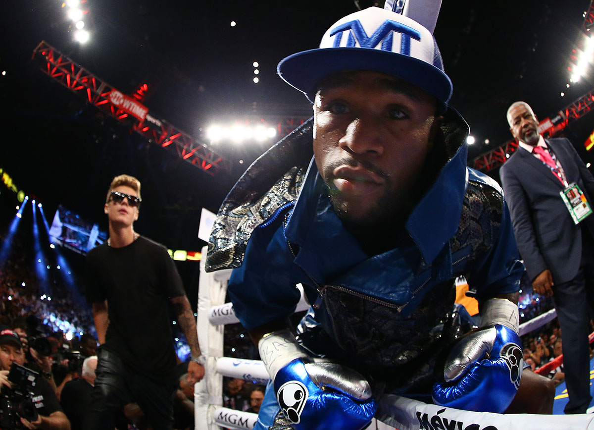Floyd Mayweather Jr. enters the ring alongside singer Justin Bieber (L) to take on Canelo Alvarez in their WBC/WBA 154-pound title fight at the MGM Grand Garden Arena on September 14, 2013 in Las Vegas, Nevada.