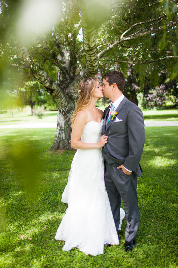 Wedding at The Old Lantern in Charlotte, Vermont. By Vermont wedding photographers Eve Event Photography