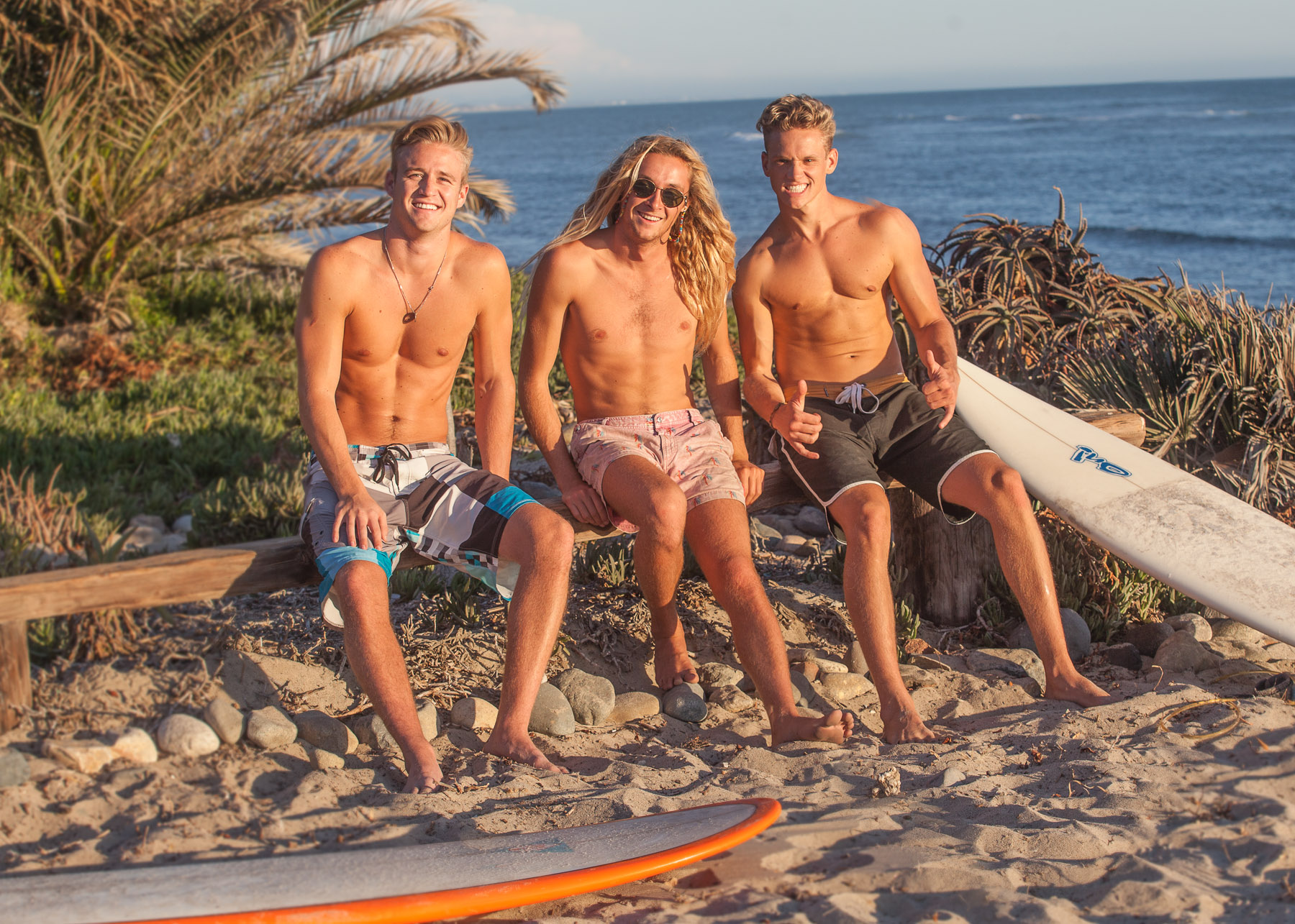 -markscottphoto-surf-beach-group-of-guys