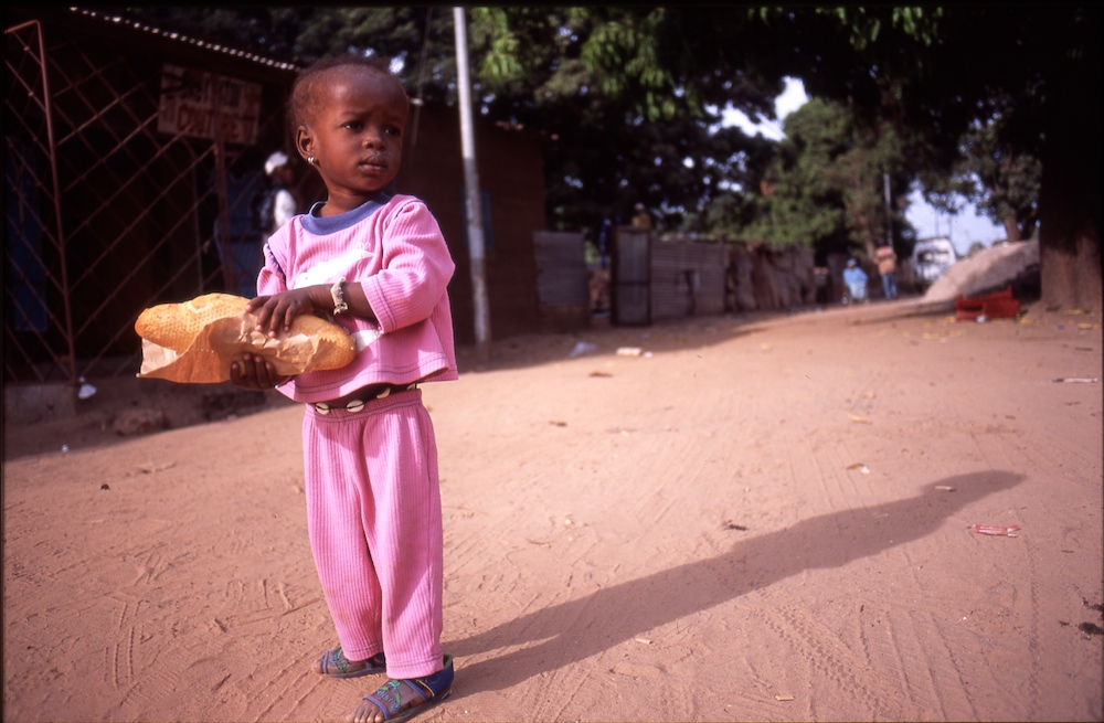 Travel_1__13Girl_with_bread2003-12-16