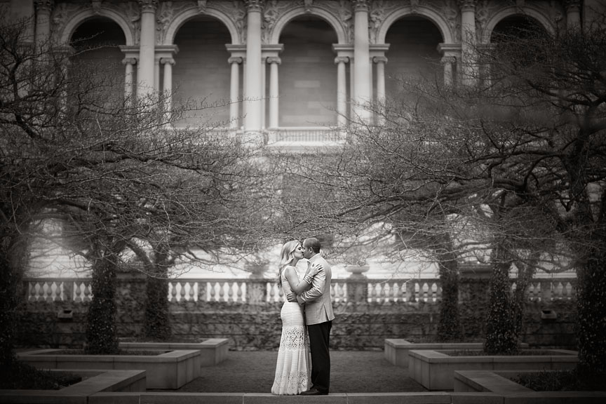 Chicago-River-Walk-Art-Institute-Garden-Engagement-Session-04