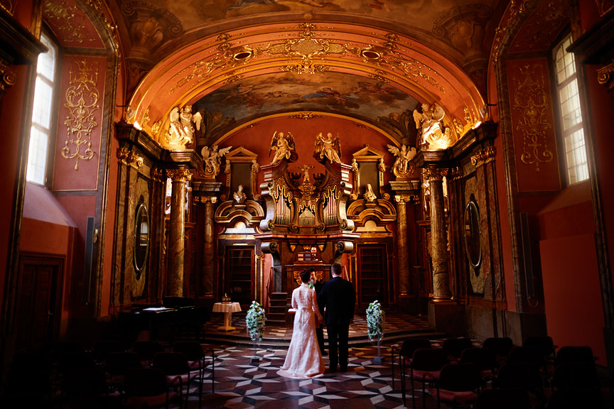 Prague-Destination-Wedding-Elopement-Clementinum-Alchymist-012