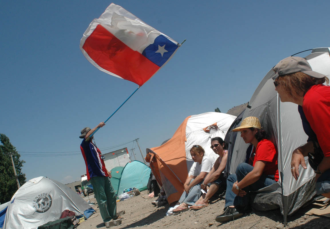 Lider (the largest supermarket chain in Chile) employees camp out along the highway during a strike.
