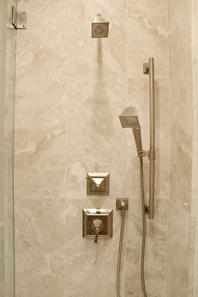 DMD-Guest-2---shower-controls