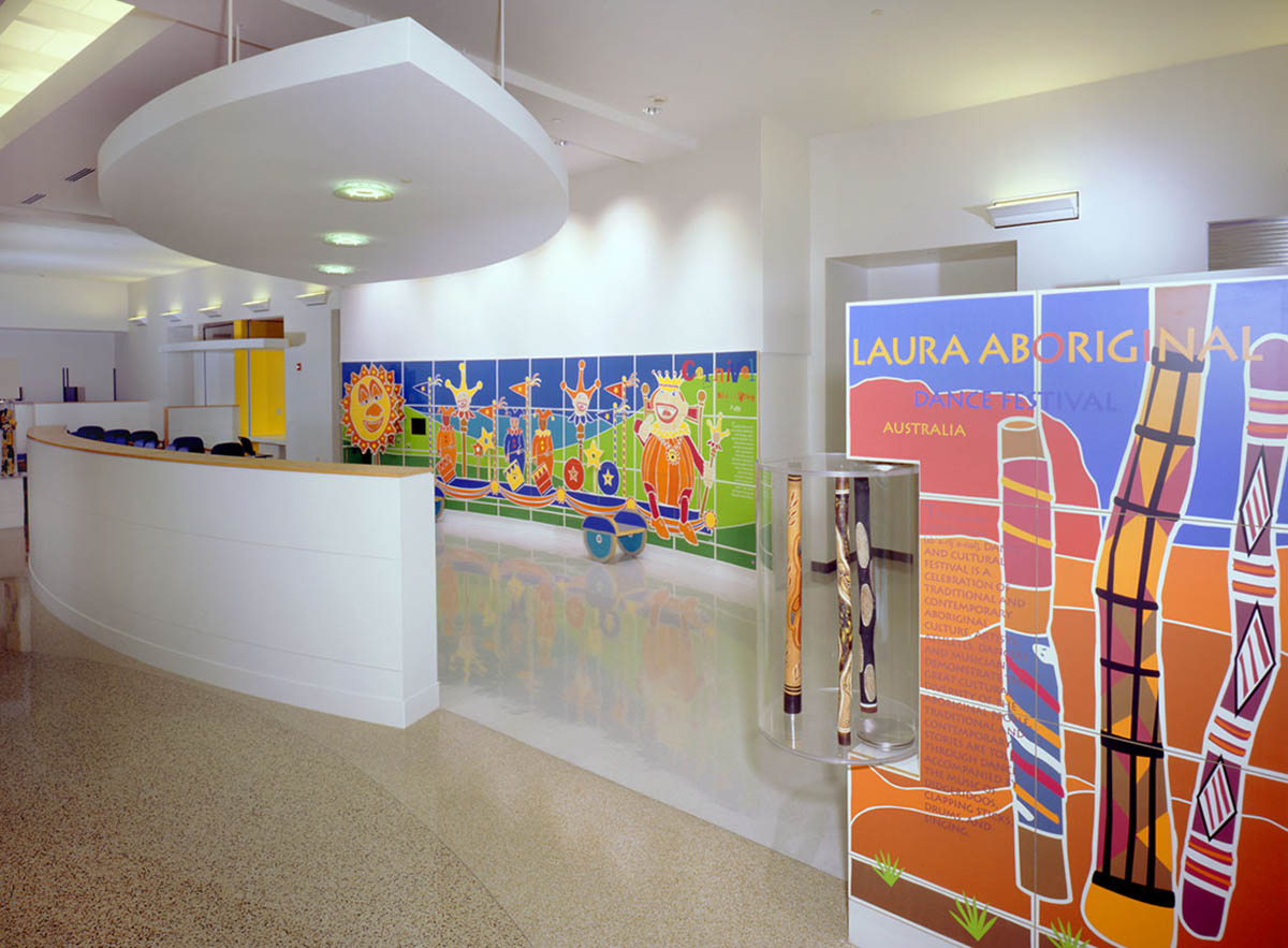 ARCHITECTS - GBBNCincinnati Childrens Hospital, waiting area.  AIA -IIDA Interior Design Award, 2003