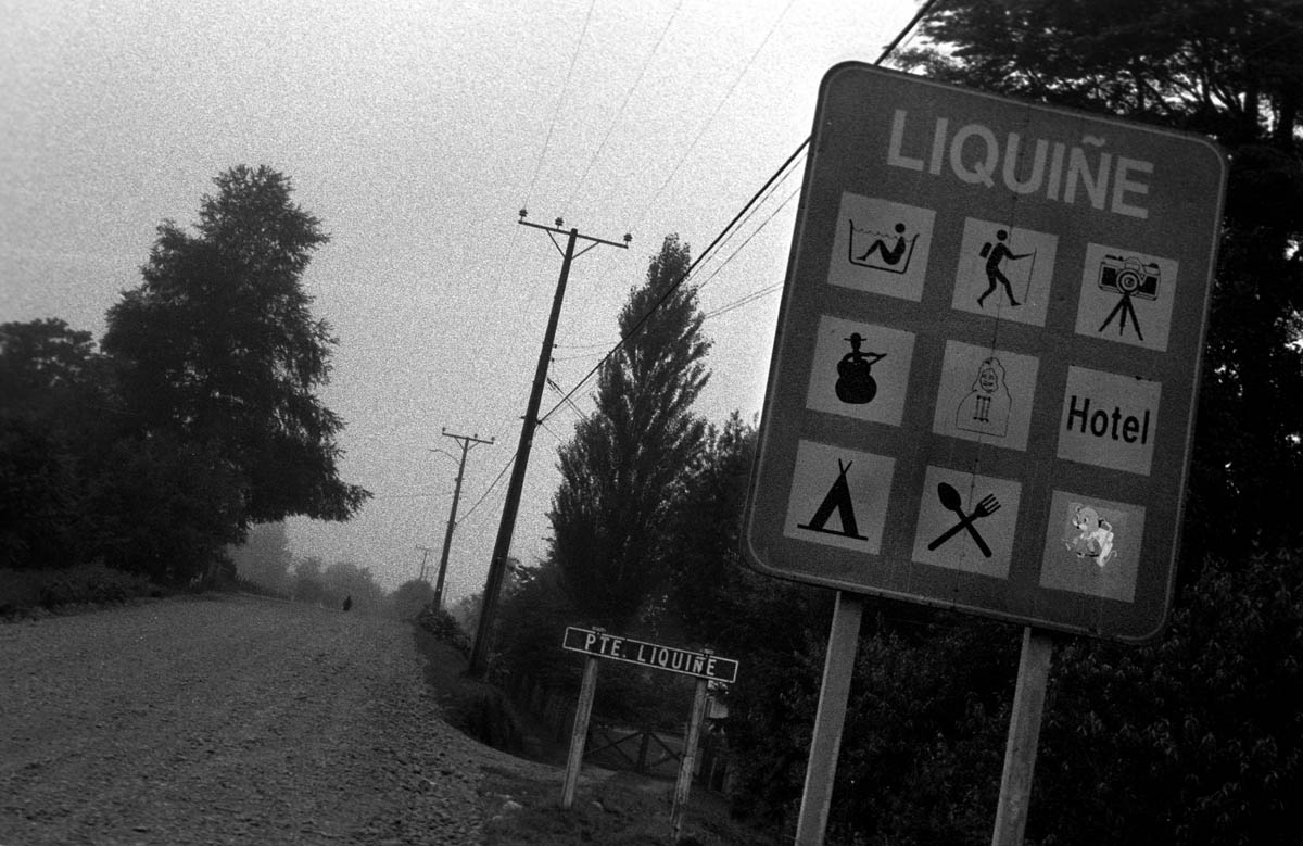 Entering the town of Liquine, in the River Region in southern Chile, where the state-owned Norwegian company SN Power (through the subsidary company Trayenko) have plans of constructing a network of dams and tunnels, putting on risk the local Mapuche society.