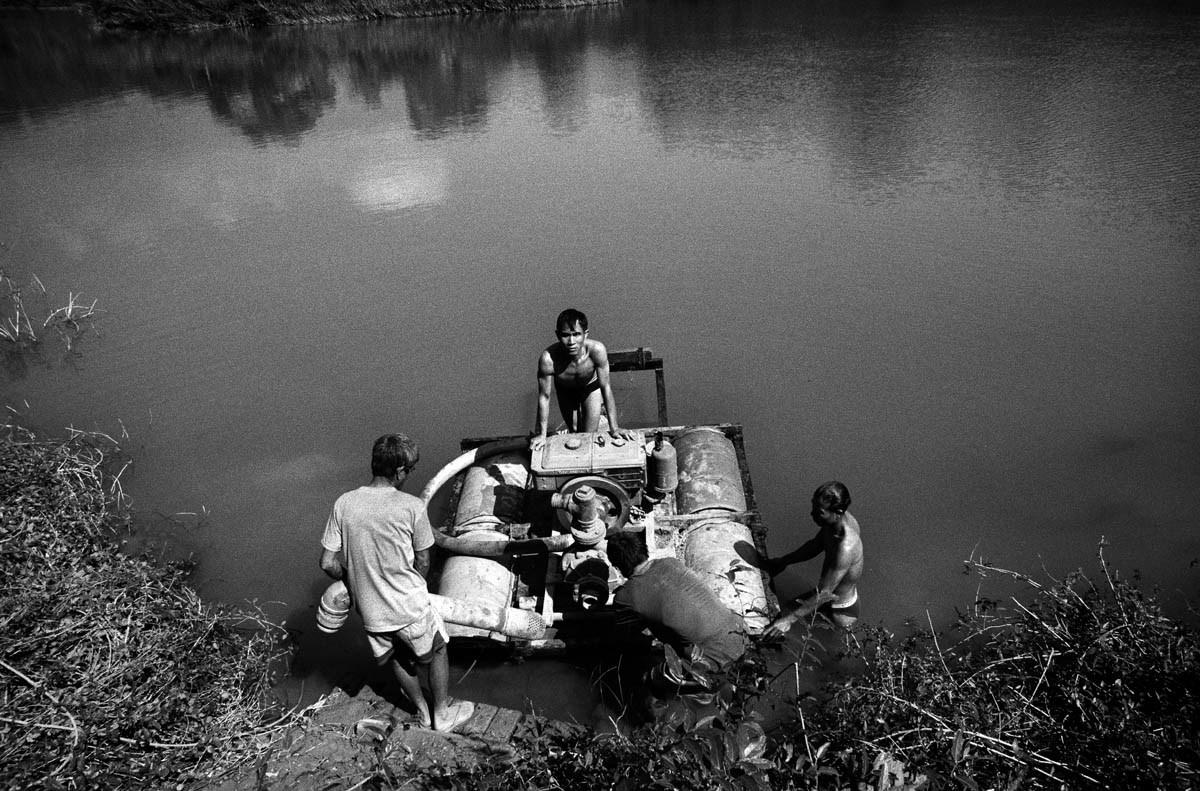 The inhabitants of the village activating a hydraulic pump needed to irrigate the new fields located far uphill from the riverbank.
