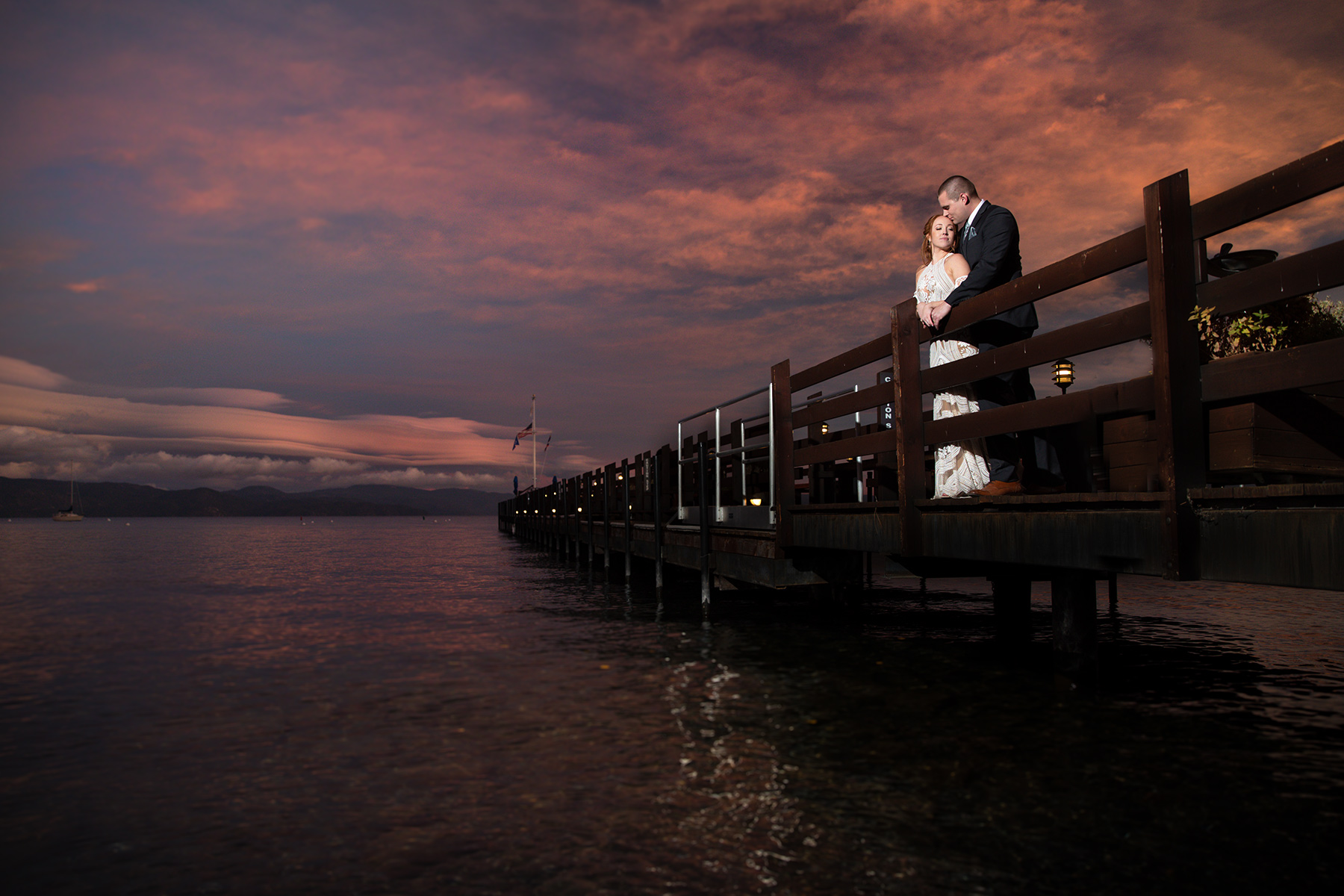 Tahoe-wedding-at-Garwoods-pier