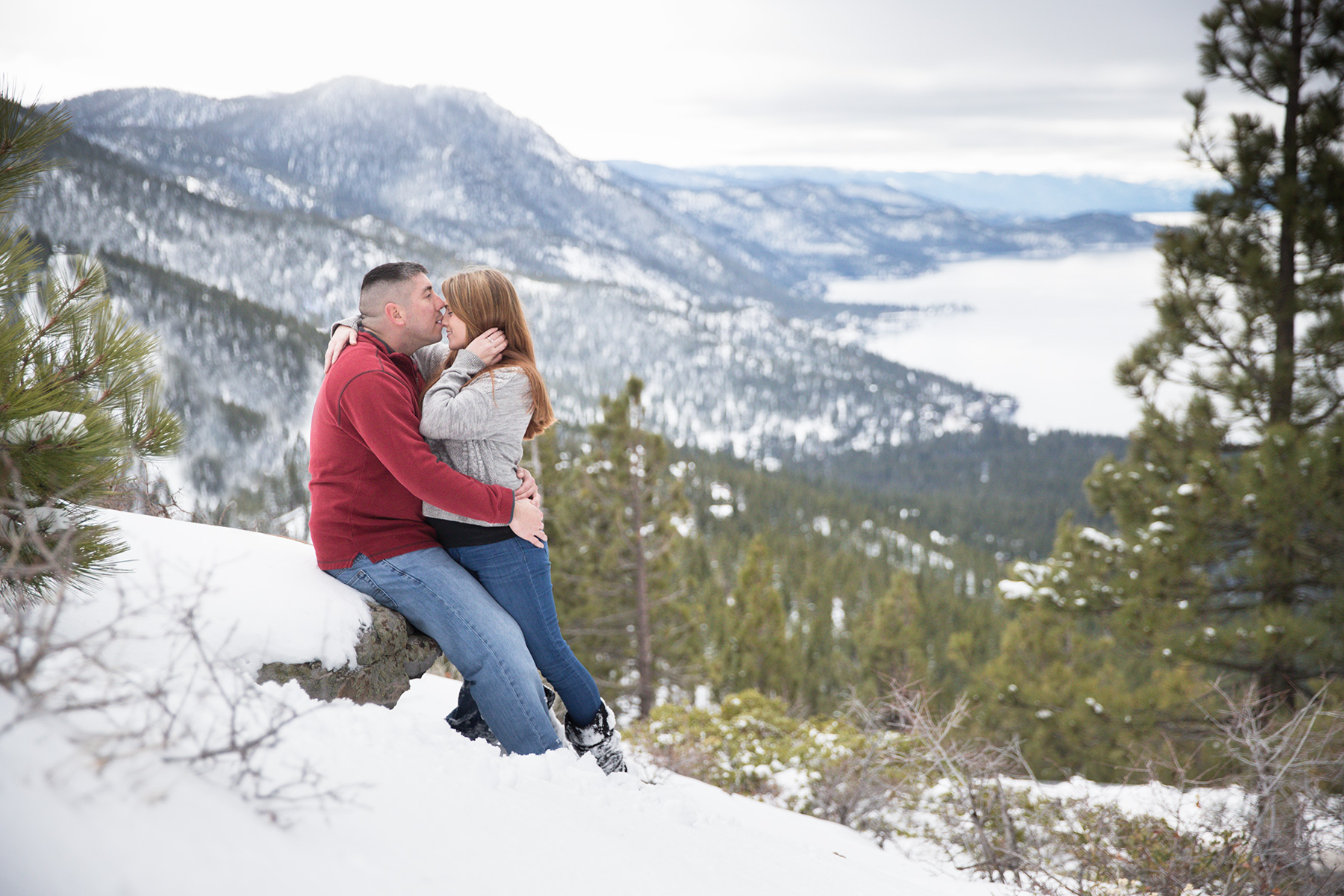 winter-Tahoe-engagement-photography