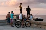 Cuba_25malecon-fishermen