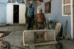 Cuba_38-Matanzas-worker