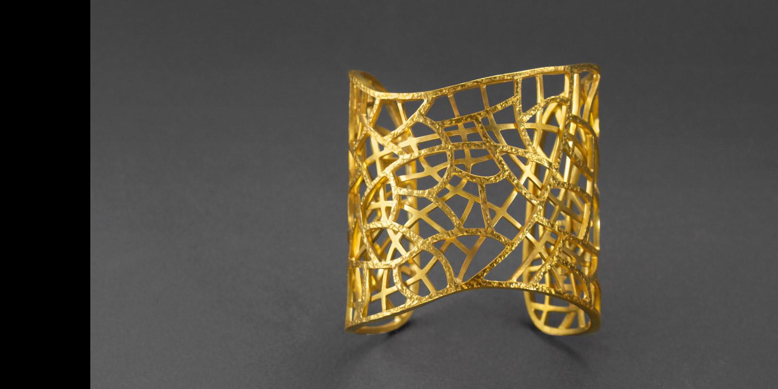 Aspen Cuff. 22 karat gold