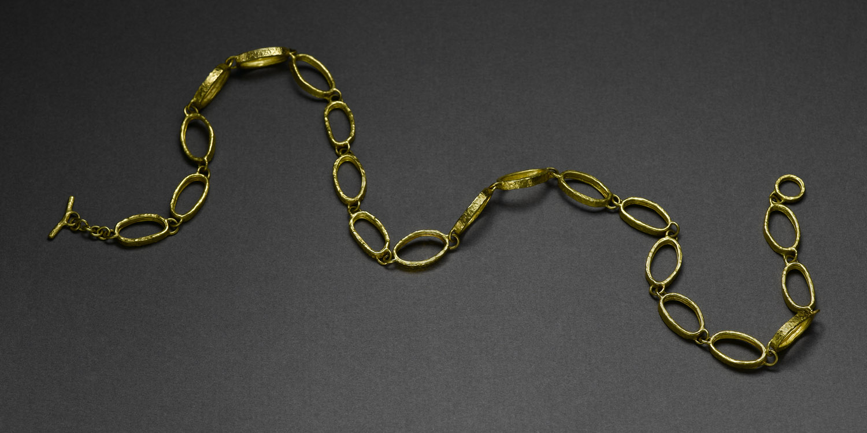 NANCY 22 karat gold necklace.