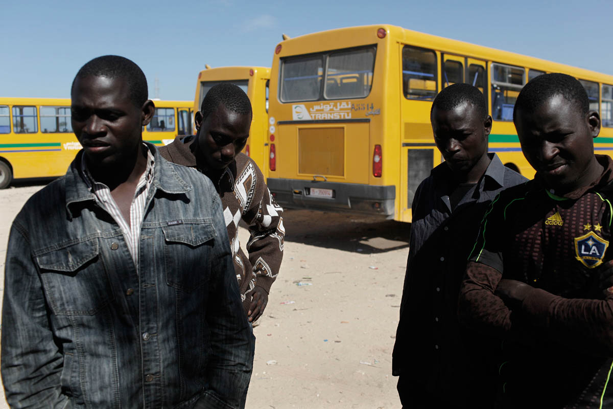 Mali and nigeria deplaced wait for buses for the Djerba Airport