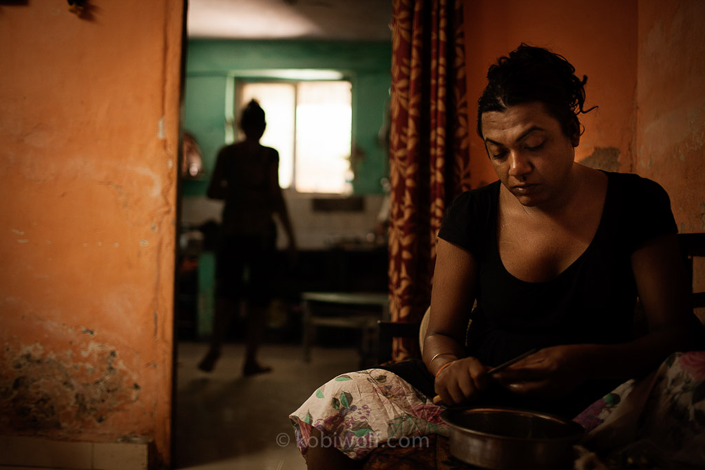 along with Lakshmi's four students ({quote}cheala{quote}) .In order to become a part of her community, Chealas must cook for Lakshmi and manage her household chores. In the evenings, the Chealas work as prostitutes like all other trans-genders in Lakshmi's community