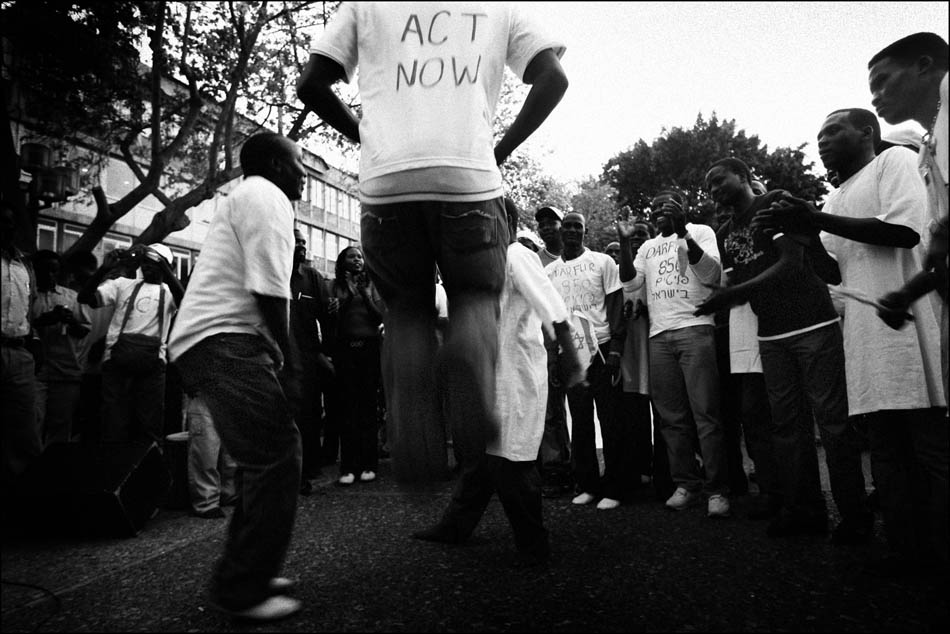 Darfuree refugees dance and sing During a demonstration on the International Day for Darfur in Tel Aviv
