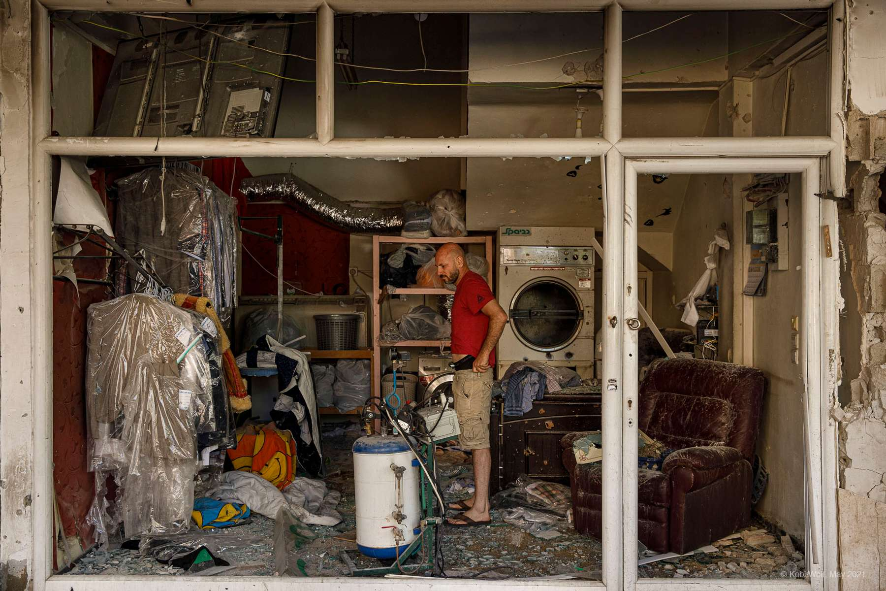 A street hit by a rocket sent from Gaza In Ramat Gan, Israel, Saturday, May 15, 2021 photographer: Kobi Wolf