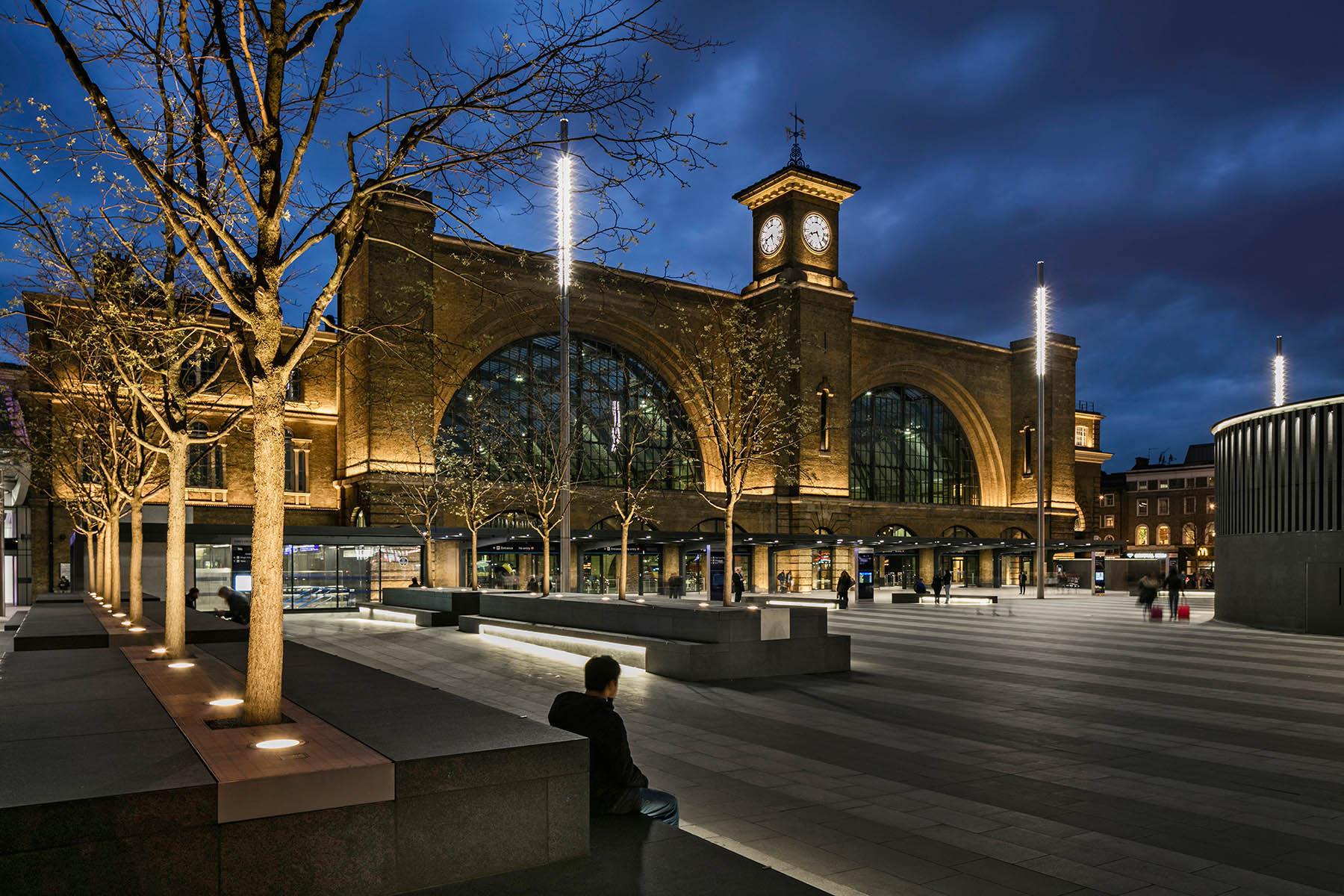 New public open landscaping scheme designed by Stanton Williams to the front of Cubitt's iconic station facade.Client: Network Rail