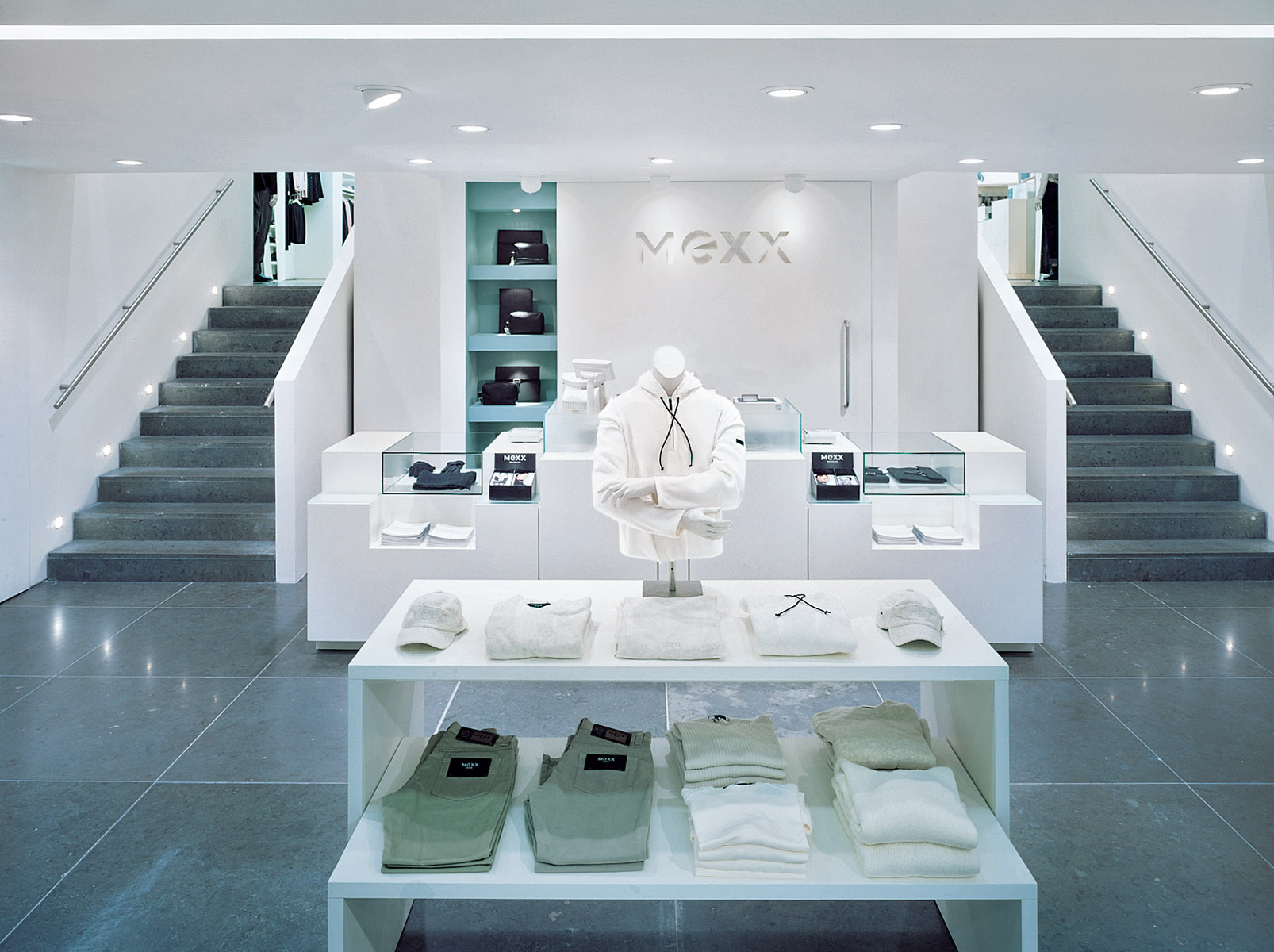Retail interior for leading high street fashion brand.Client: Mexx Ltd