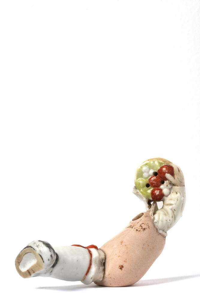 Satch Hoyt (b.1957)Leg, Torso, Arm with Fruit BasketMixed-media, ceramic and porcelain4,5 x 13 x 5,5 cm
