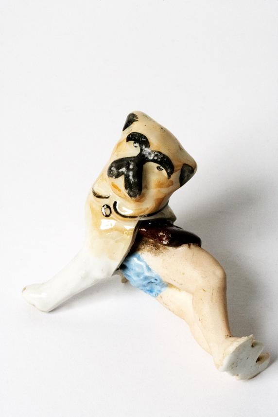 Satch Hoyt (b.1957)Dog & LegsMixed-media, ceramic and porcelain6 x 7 x 4,5 cm