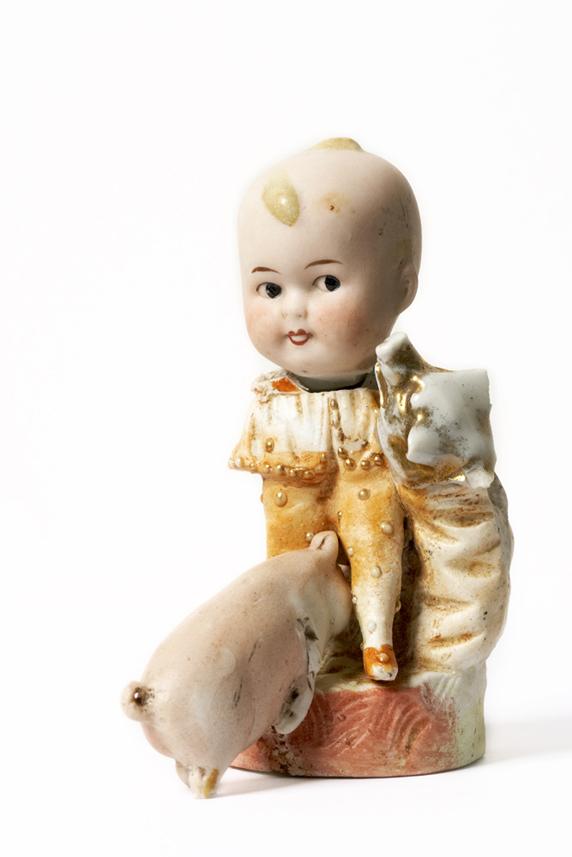 Satch Hoyt (b.1957)Girl with PigsMixed-media, ceramic and porcelain 11,5 x 6 x 9 cm