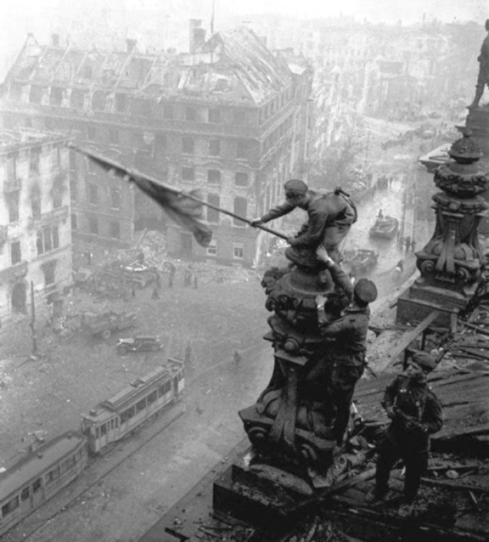 """Yevgeny KHALDEI (1917–1997)""""Red Army soldiers hoisting the Soviet flag over the Germanparliament, Reichstag, in Berlin""""photograph28.2 x 21.2 cmsigned Initialed pencil on reverse"""