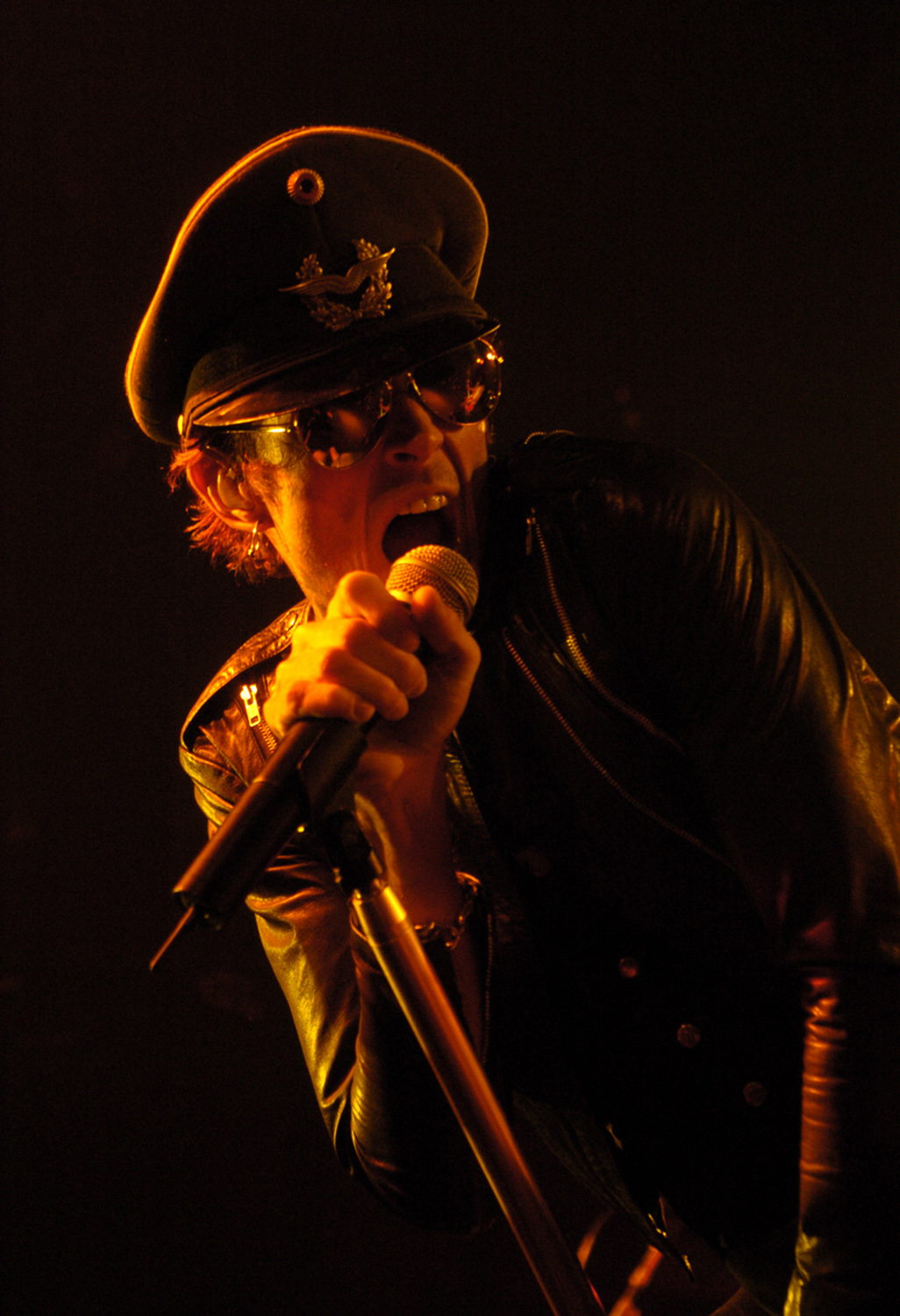 Scott Weiland, lead singer of the supergroup, Velvet Revolver, performs at the Starland Ballroom. (Reena Rose Sibayan | The Home-News Tribune)