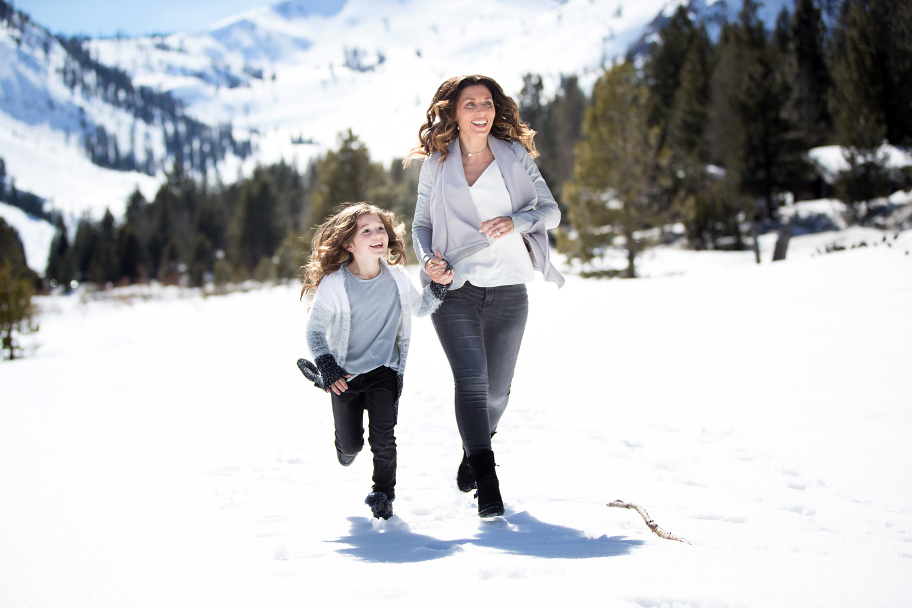 Winter-family-photos-Squaw-Valley-Lake-Tahoe