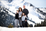 family-photos-in-the-snow-lake-Tahoe