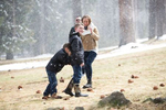 snow-falling-Tahoe-pictrures-with-families