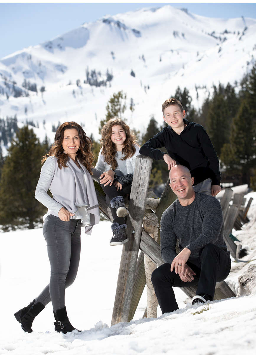 squaw-Vaalley-snow-family-pictures