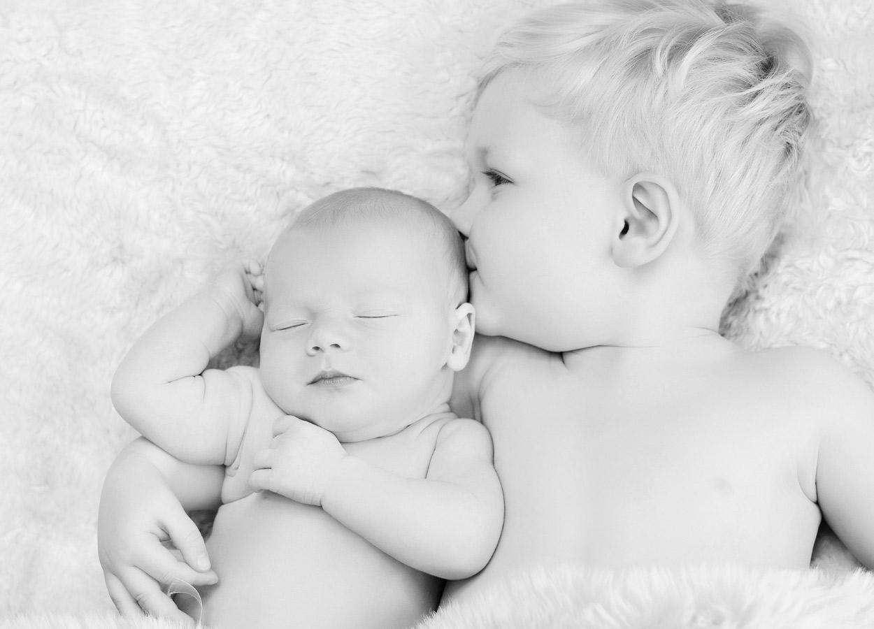 siblings-and-newborns185856