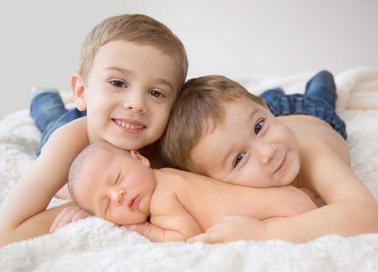 siblings-and-newborns185860