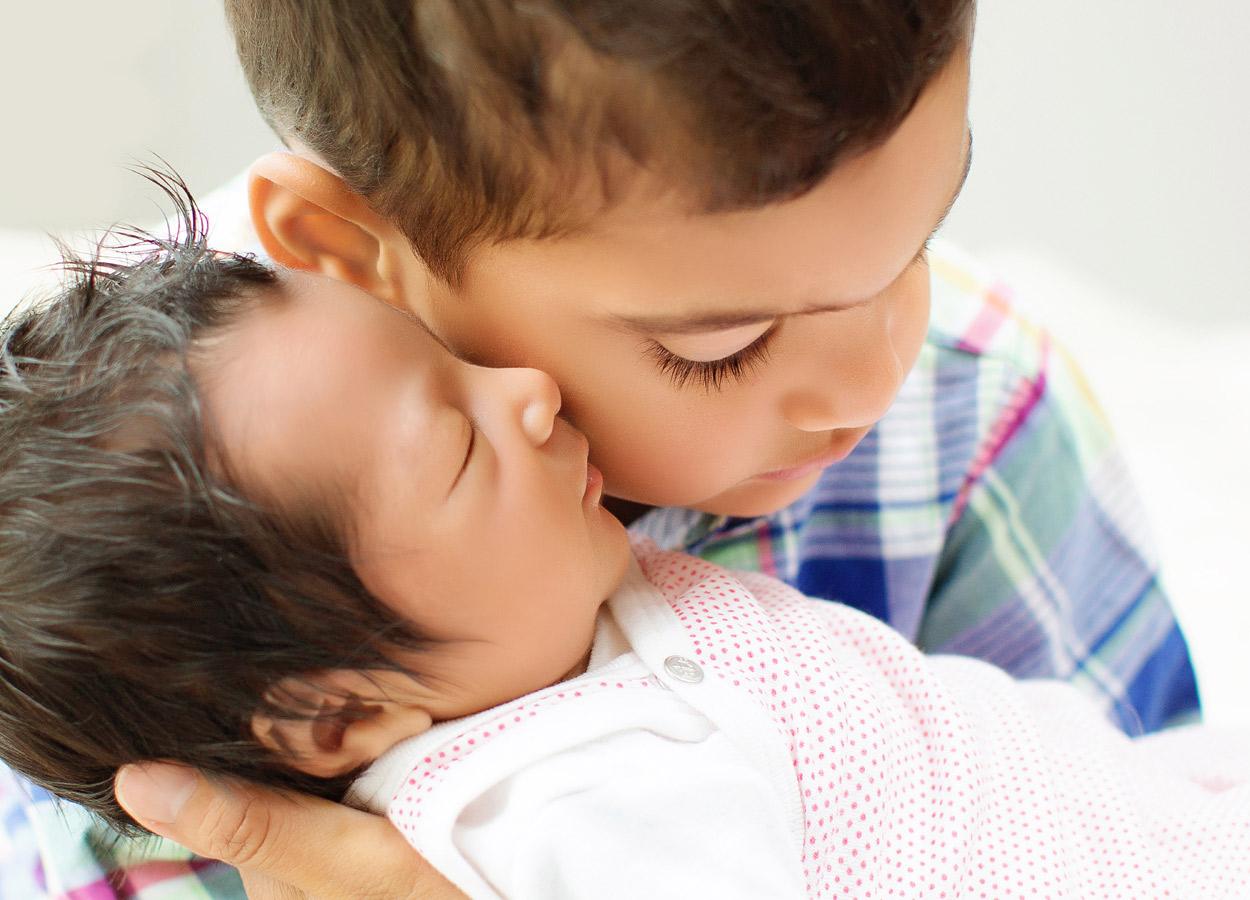 siblings-and-newborns185863