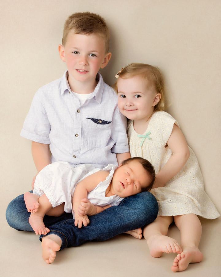 siblings-and-newborns185890