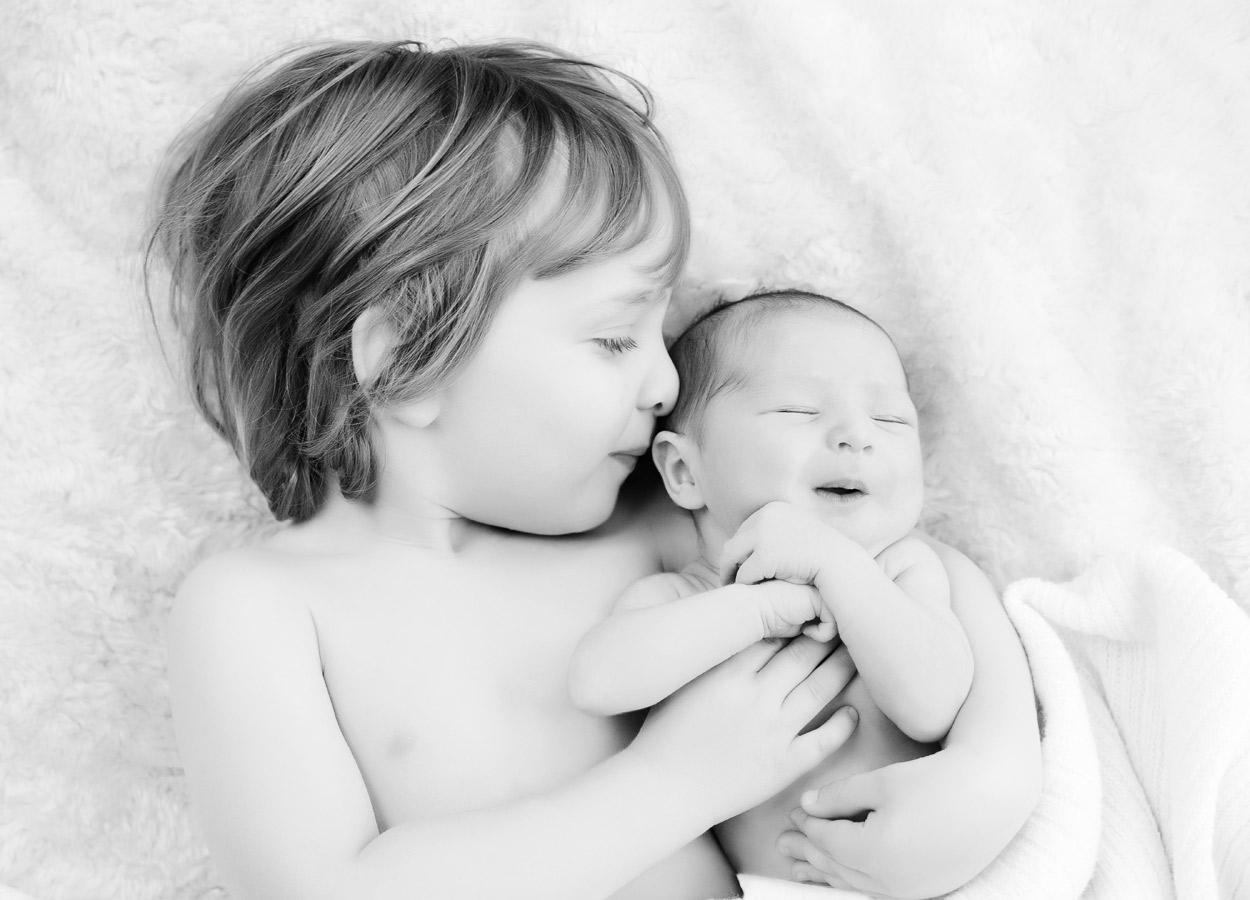 siblings-and-newborns185899