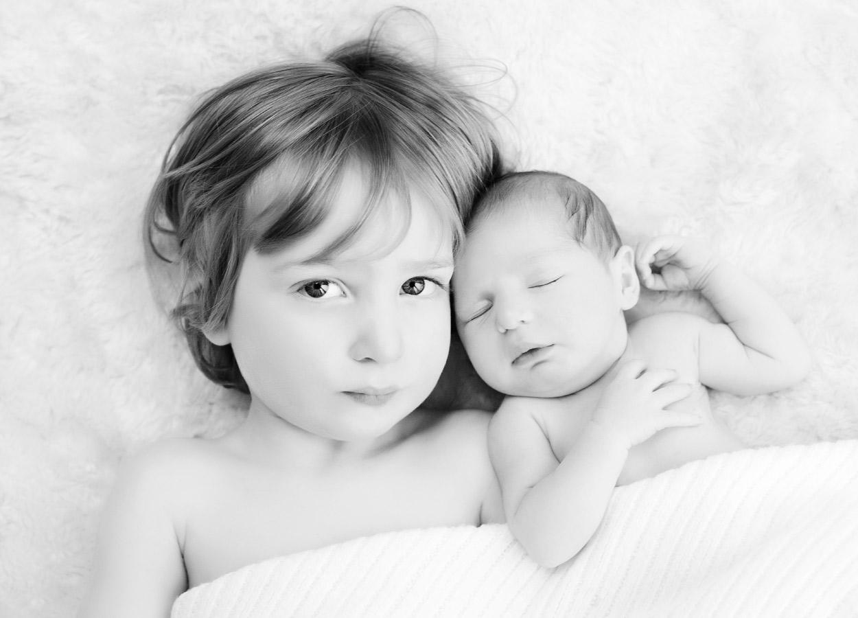 siblings-and-newborns185900