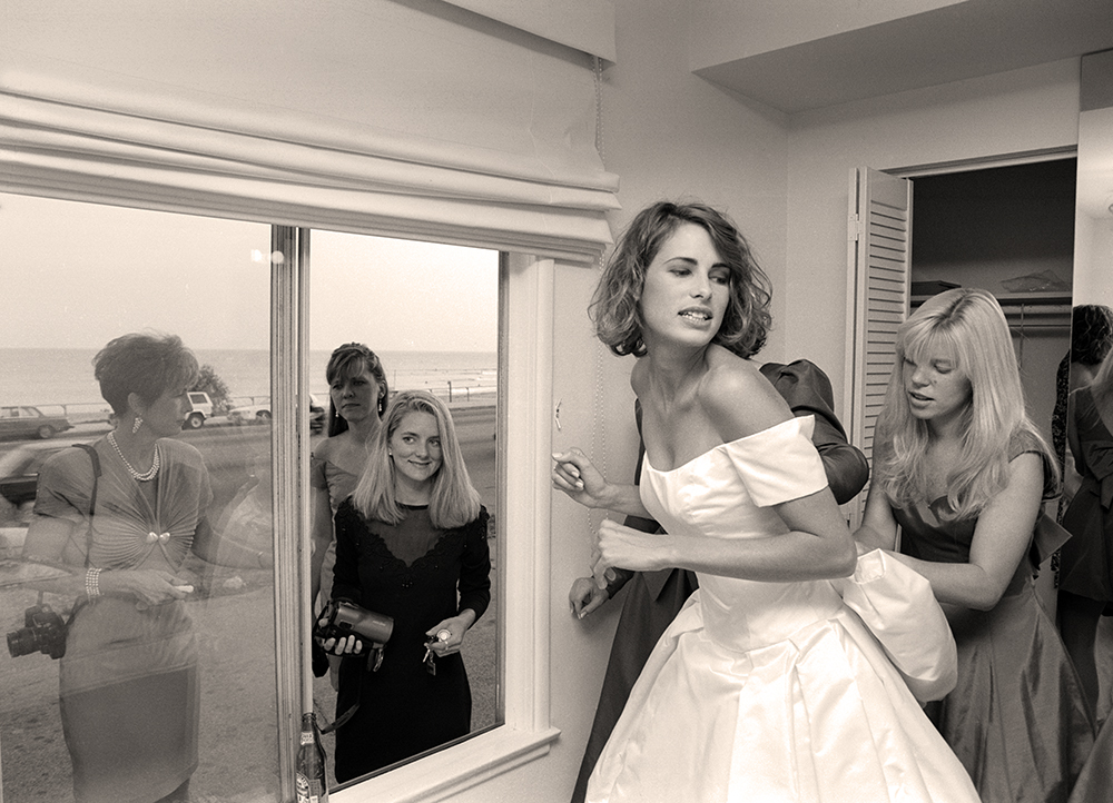 wed-carrie-dressing