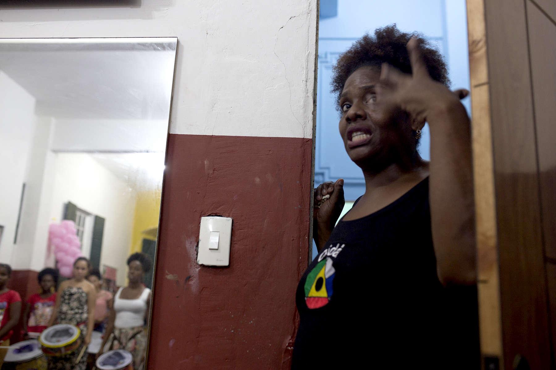 Debora Souza, daughter of Didá founder Neguinho do Samba, checks on the women during practice.