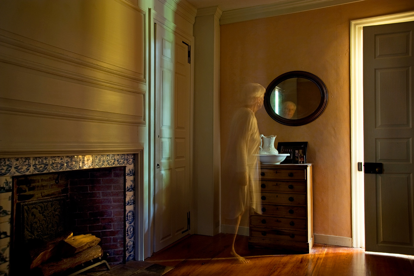 GHOST_IN_THE_HOUSE