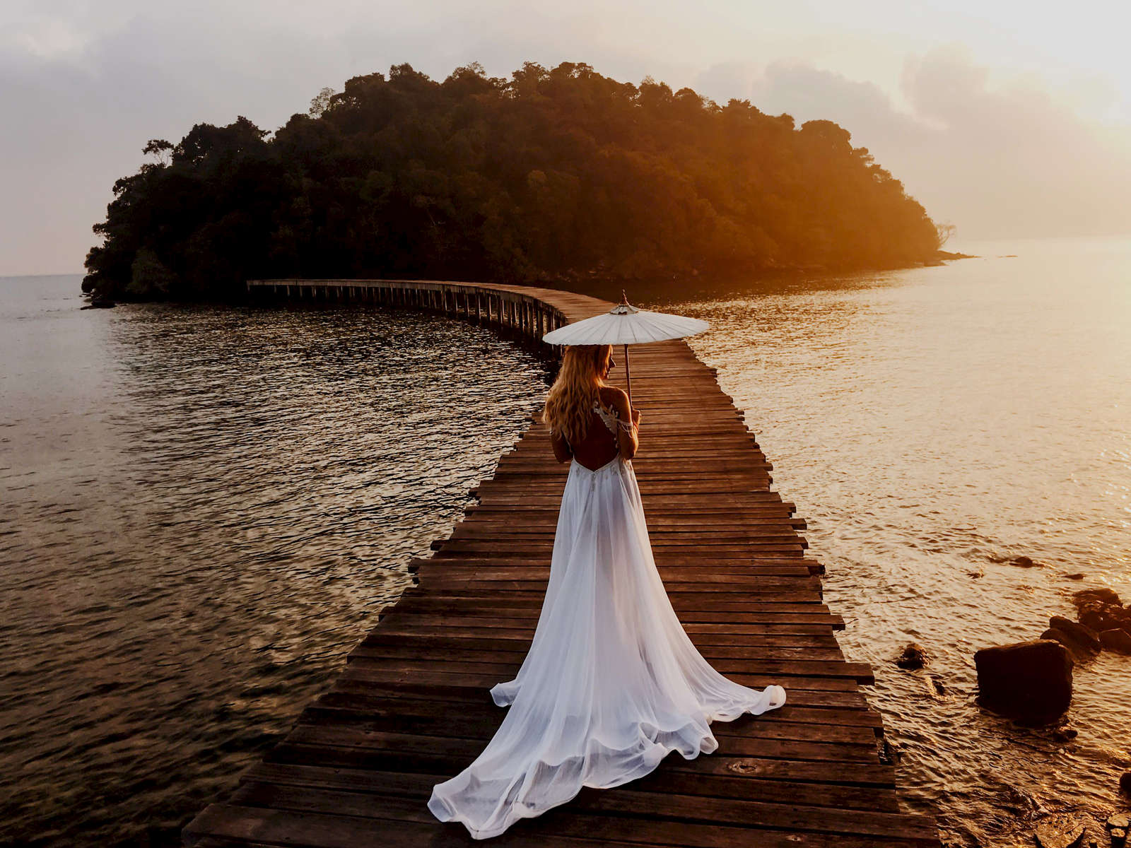 Bride-in-a-wedding-dress-umbrella-song-saa-resort_001A