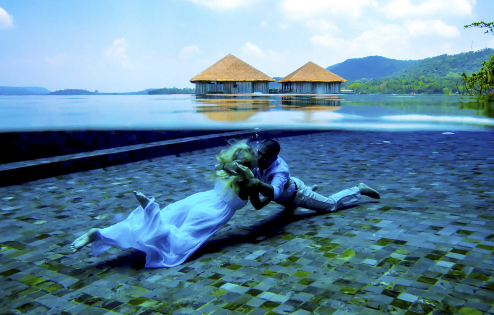 underwater_wedding_portrait_song_saa_resort-1